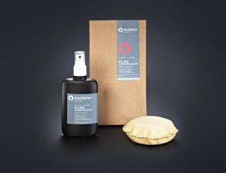 Cleaning set consisting of the cleaning agent Pure and a lint-free sponge made of synthetic leather